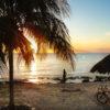 Por-do-sol na praia de Cozumel.