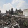 Ruínas do Templo Mayor, com a Catedral ao fundo - Cidade do México
