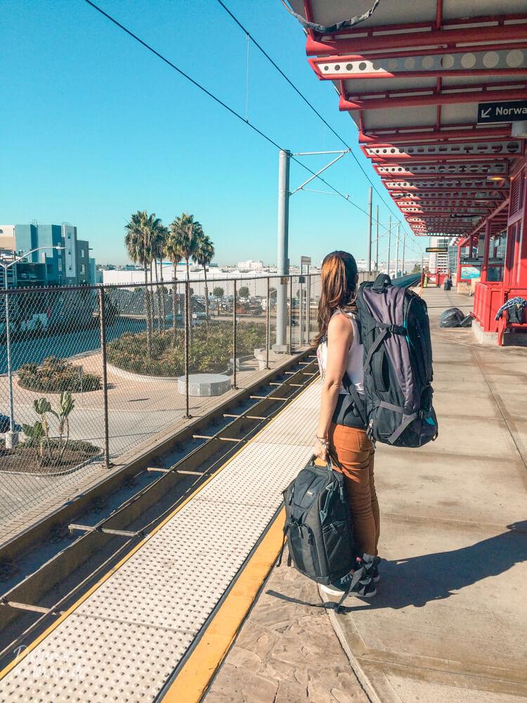 Esperando o metrô em Los Angeles.